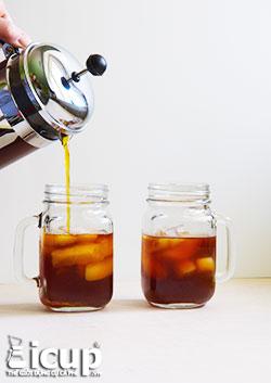 Pha cà phê cold brew bằng bình French Press