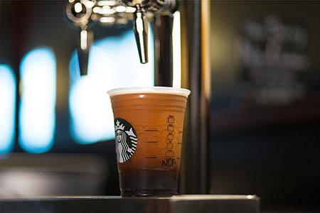 Thử đến Starbucks Resever ở phố Nhà Thờ thử món Nitro Cold Brew rồi về phản hồi ở đây nhé bạn!