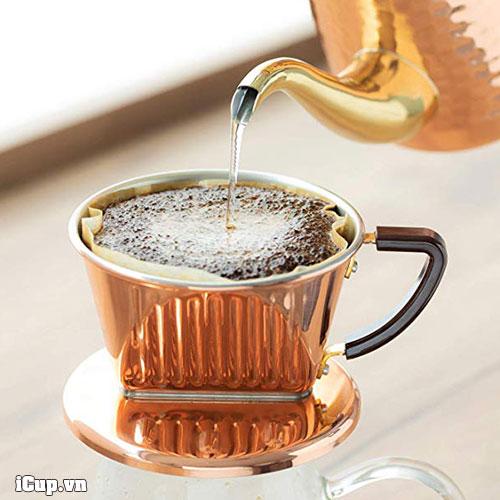 Pha cà phê bằng phễu đồng Kalita 101
