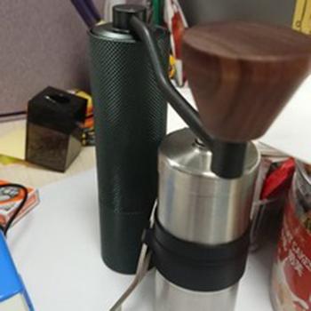 Thanh lý máy xay cà phê tay Porlex vì đã có máy xay TimeMore Slim