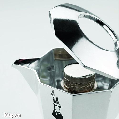 Thiết kế nắp mở hoàn giúp dầu cà phê và không khí tương tác tạo nên lớp creama nâu đậm