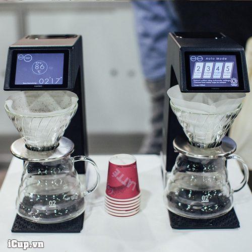 2 trợ thủ máy pha Hario Smart 7 tự động cực kỳ đắc lực cho quán cà phê specialty