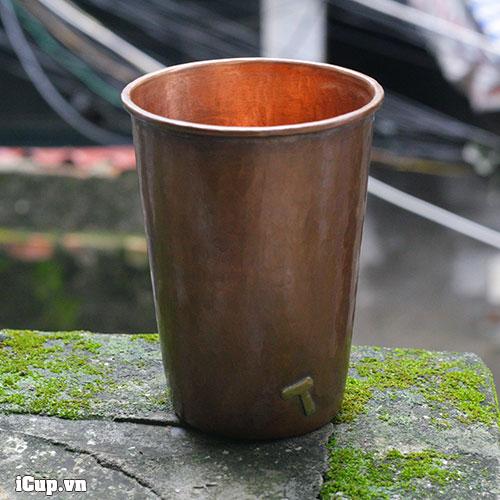 Ảnh chụp thực tế chiếc cốc bằng đồng Hammer 500ml tại ban công iCup