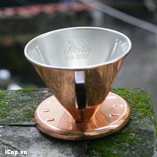 Mặt trong phễu Kalita 102 tráng kẽm tránh mùi và gỉ sét khi pha cà phê