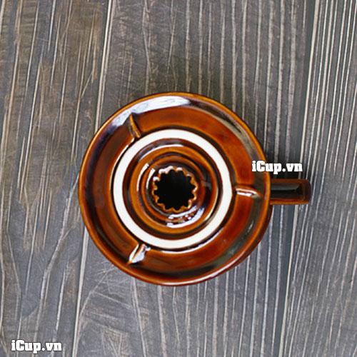 Đáy phễu 1 lỗ duy nhất nên tốc độ dòng chảy phụ thuộc vào kỹ thuật rót drip