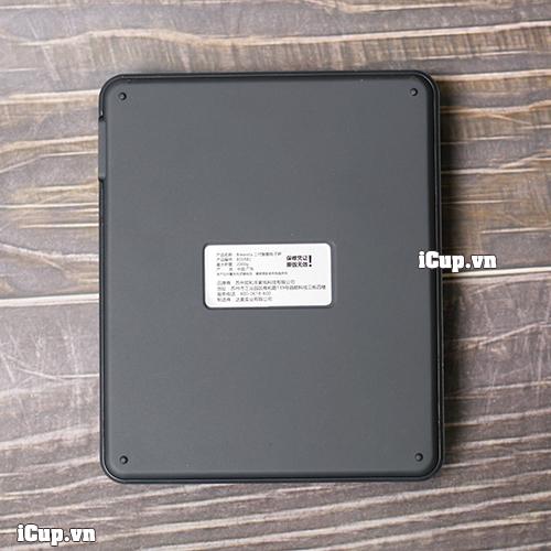Mặt sau của chiếc cân điện tử Brewista Smart phiên bản II