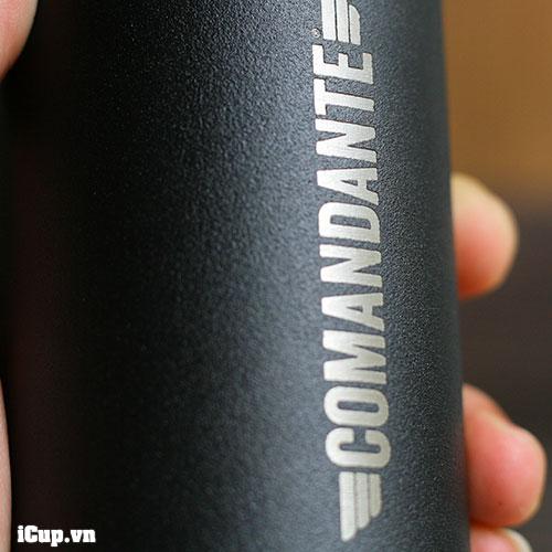 Lớp sơn đen sần tĩnh điện trên thân máy xay Comandante Black có tính thẩm mỹ cao