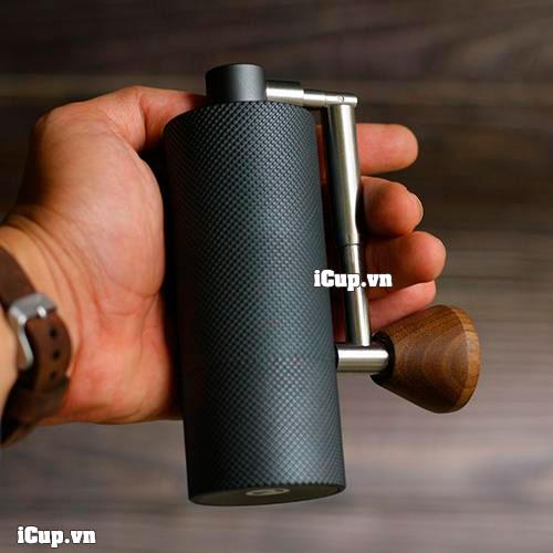 Trên tay máy xay cà phê siêu nhỏ Timemore Nano khung nhôm tay gấp