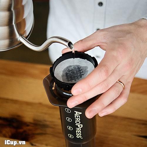 Pha cà phê với Aeropress tuyệt đối không thể thiếu giấy lọc tròn chuyên dụng