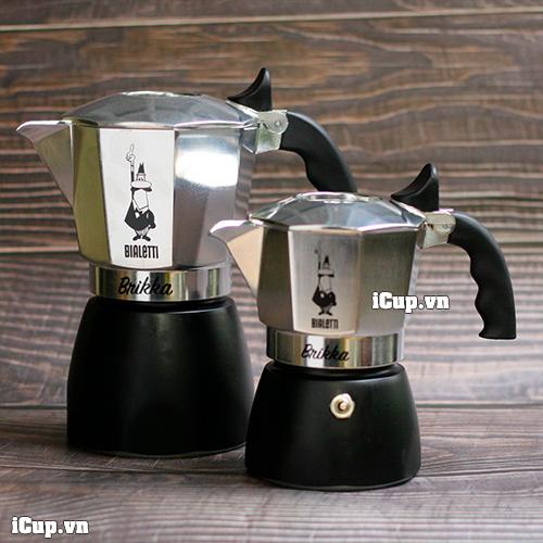 So sánh kích thước tương đối giữa Bialetti Brikka 2 cup và 4 cup